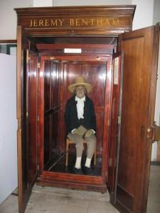 Jeremy Bentham (1748-1832) bedacht al voor zijn overlijden hoe hij geconserveerd moest worden