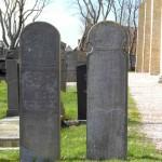 JF Hollum twee grafstenen